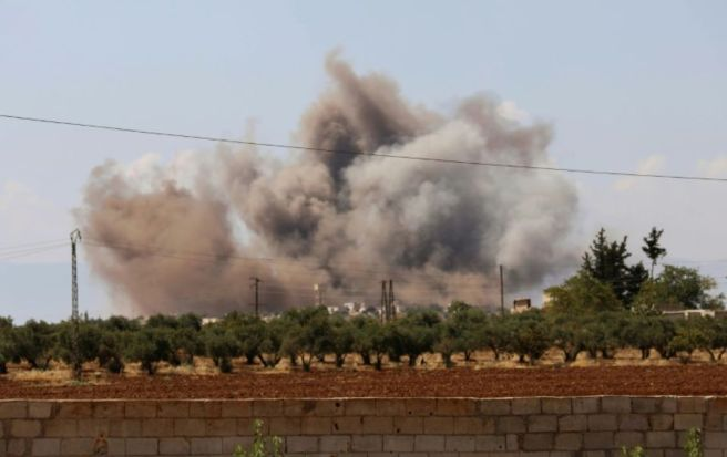 1153748-panache-de-fumee-apres-un-bombardement-pres-du-village-d-al-muntar-dans-le-sud-de-la-province-d-idle