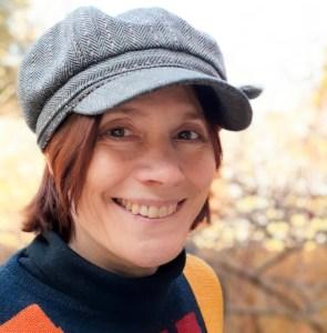 Photo de Michèle Laframboise avec casquette