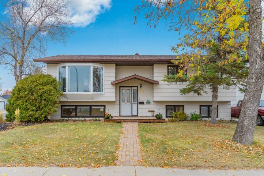 343 Poth Crescent, Parkridge Saskatoon - Michelle Butler