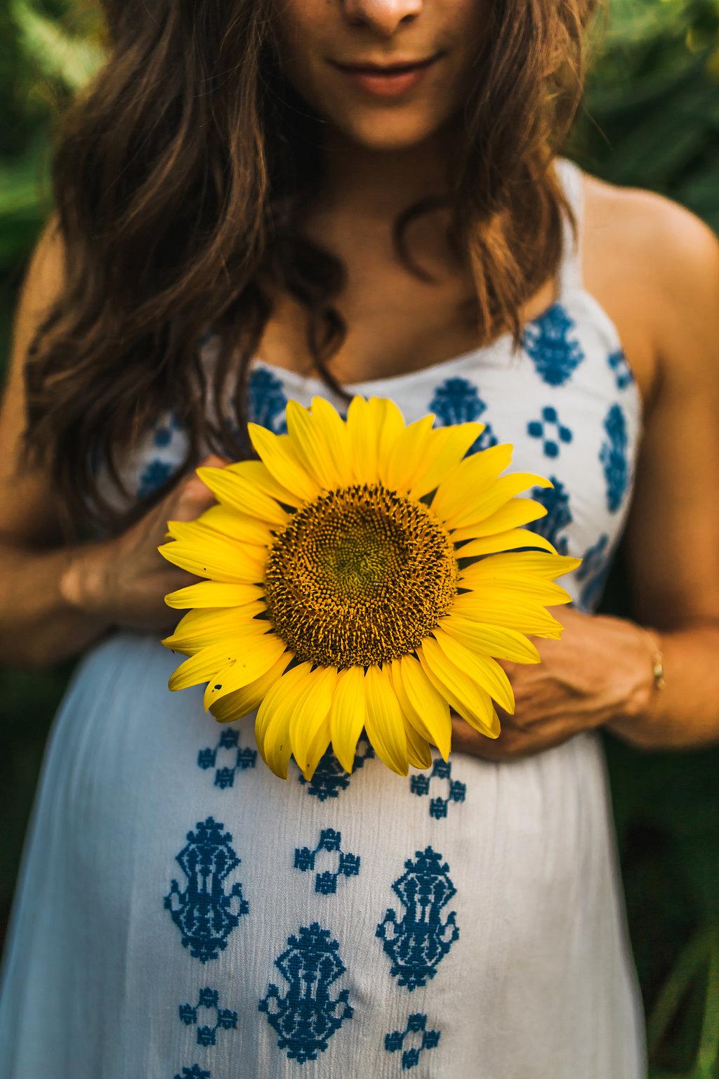 Sunflower-Maternity-Nashville-Tennessee-Field-Batey-Farms-6