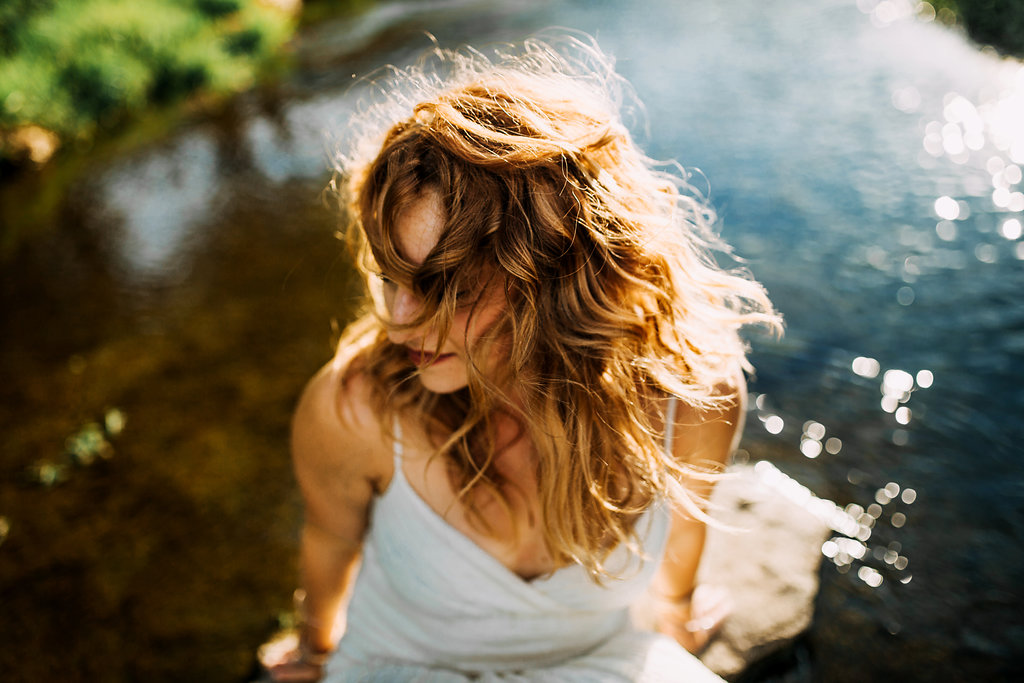 Camille-Joy-Music-Franklin-Tennessee-Photographer-Creek-Berry-Farms-Senior-Portraits-Water-10