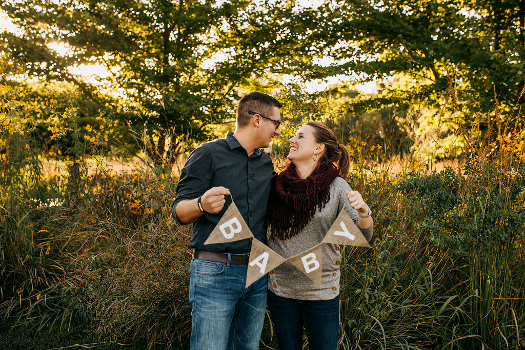 Hobbs-Pregnancy-Announcement-Baby-Pregnant-Dog-Michelle-Christine-Photography-16