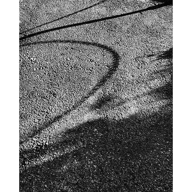 Shadow of chains #siskind #homage #forttryonpark #washingtonheights #contrast #blackandwhite #streetphotography #streetphotography_bw