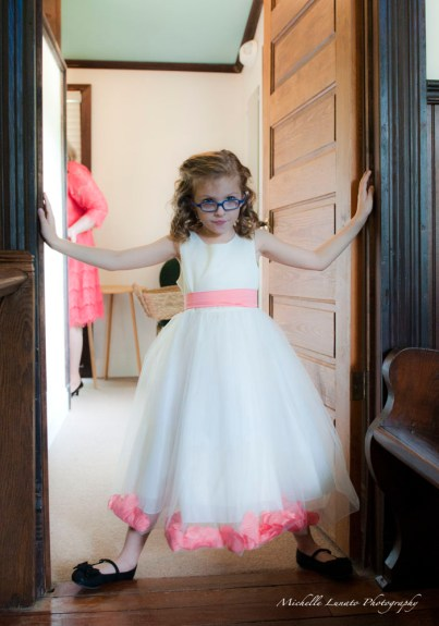 This little flower girl became the door guard.