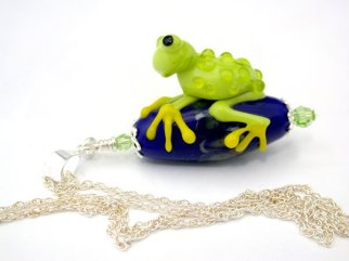 Flame worked glass frog pendant by Sylvia Shekalo Glass