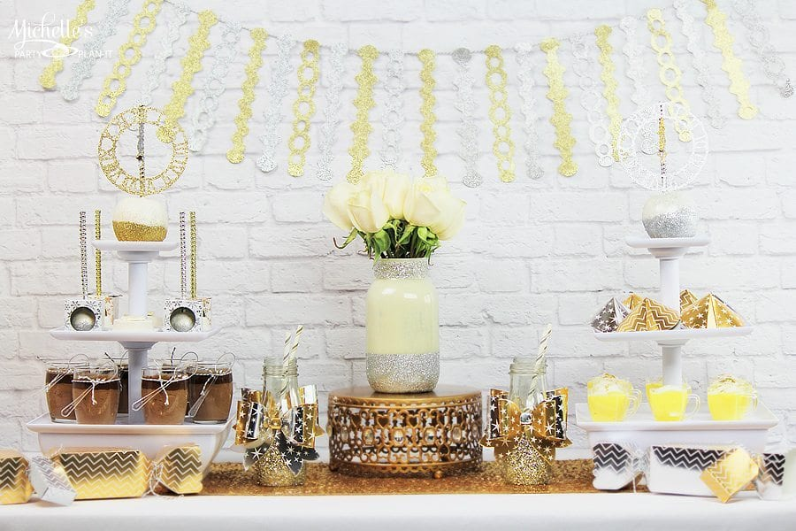 New year 39 s eve dessert table michelle 39 s party plan it for Table 52 new years eve