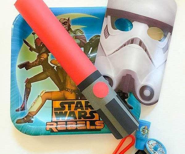 DIY Star Wars Rebels Lightsaber Party Favors | Star Wars Party Ideas