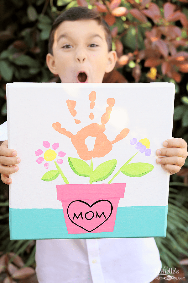 Mommy and Me hand print painting project