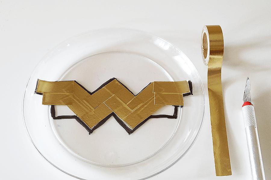 Wonder Woman Party Plates  DIY ideas