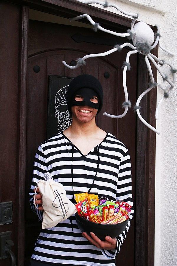 Last minute robber costume 1