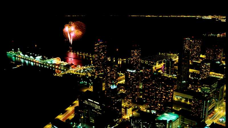 360 CHICAGO: View July 4th fireworks from 1,000 ft above Chicago and Lake Michigan