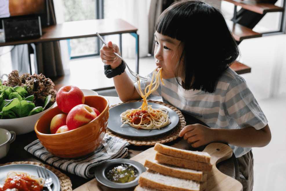 How to Expose Your Kids to a Wide Range of Foods When They're Young