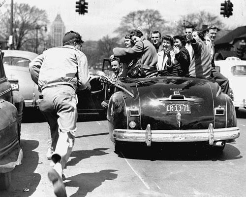 Cruising Woodward Avenue in Detroit Michigan