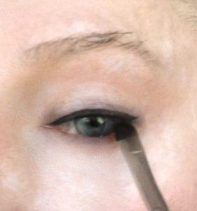 crossdresser makeup eye liner application