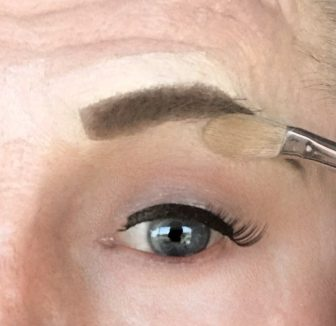crossdresser makeup procedure for light eye shadow