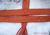 Ceinture sur commande avec un motif d'inspiration Birka en laine teintée garance et gaude, 36 tablettes