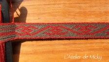 Un motif du XIIIème siècle, en technique du sergé, laine teintée garance et chêne+fer