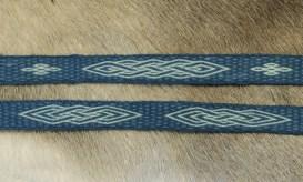 Une ceinture en technique Sulawesi, en laine naturelles teintée à l'indigo par mes soins (premier essai de teinture indigo!)