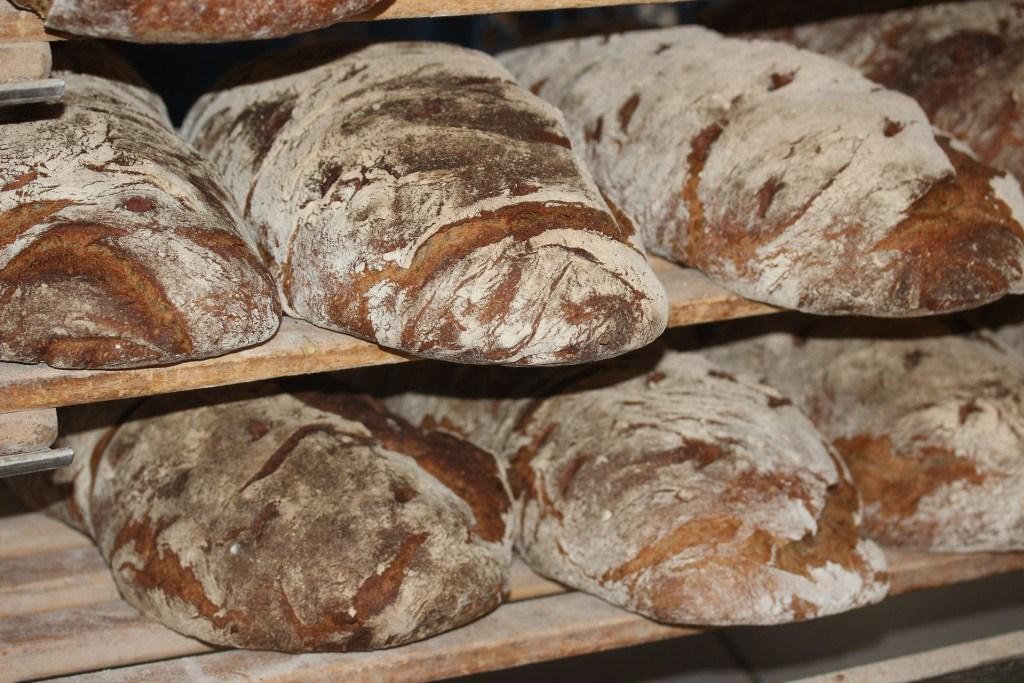 farmers-bread-388647_1920