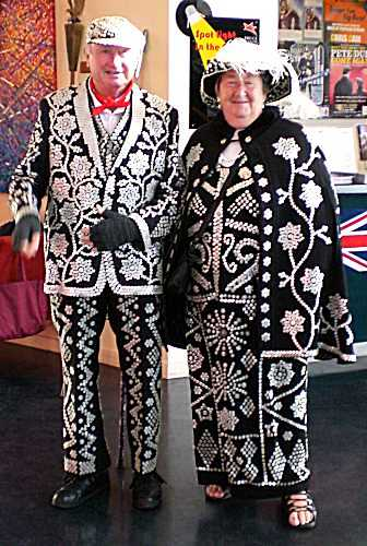 Pearly King and Queen by Vilakins on Wikipedia