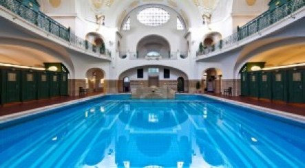 Faiths Munich Swimming Pool_n