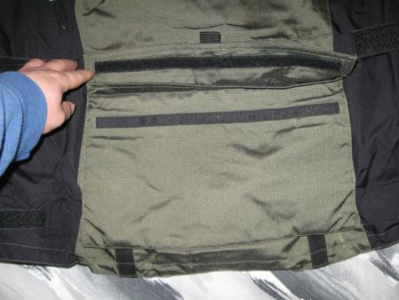 The removable rear pouch would be great for a few snacks or even some documents if need be.