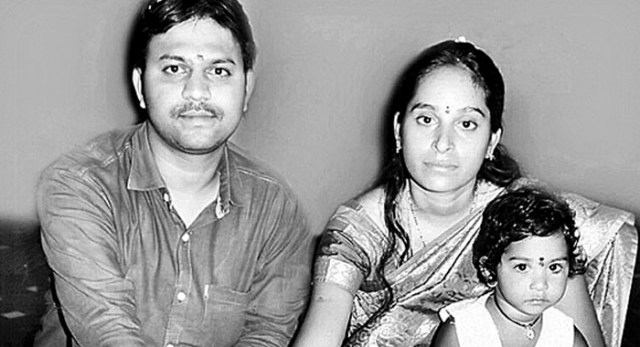 Telugu news Share market blow .. Couple committed suicide ..He committed suicide at the railway station at Sanatnagar..