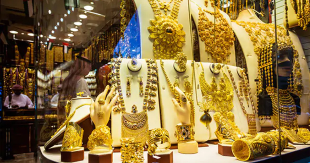 Telugu news Gold hits five-year high, crosses Rs 33,000 mark on macroeconomic risks Customers stay away from buying, price quoting at discount to landed cost of imported gold