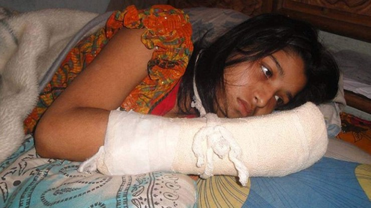Husband blindfolds his wife and then chops off her fingers to stop her studying for a degree
