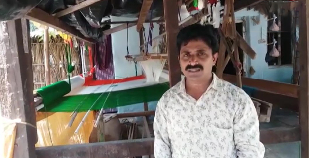 A telugu weaver sold his house to create Indian flag.