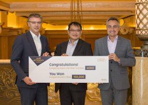 Kerry Logistics' Sammy Mak (C) receives 150,000 CargoConnect miles from Etihad Cargo's Manager Sales Andrew Baartscheer (L) and Head of Cargo Sales Roberto Casabianca (R).