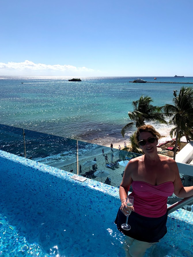 Pool with Champange