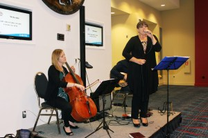 Vocalist Erin Bode entertained guests during a pre-banquet hospitality hour.