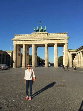 Diem in front of the Brandenberg Gate