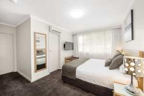 Mid_City_Premium_King_Room2_640_426