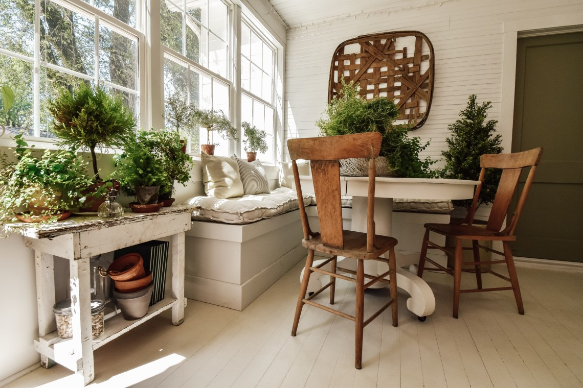 sunroom breakfast benches