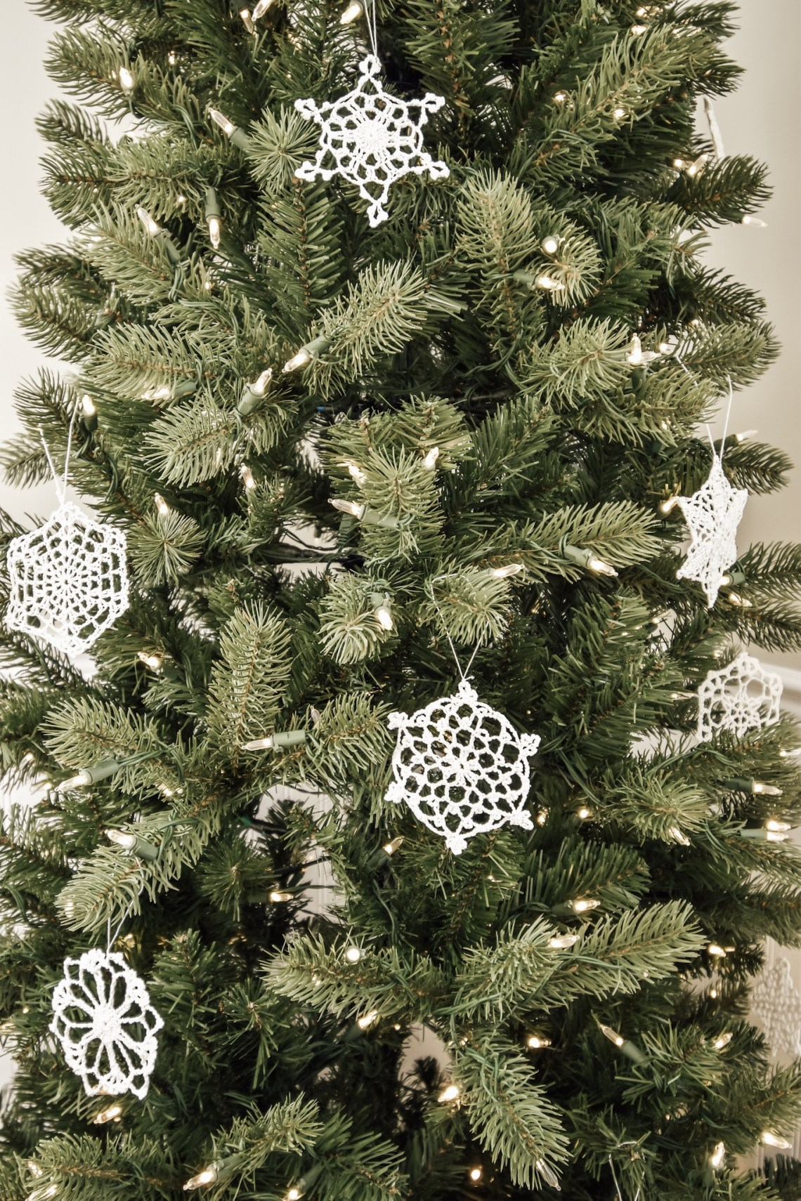 Decorating Our King of Christmas Tree with Vintage Simplicity
