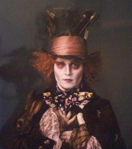 Johnny Depp, maravilhoso como sempre, na pele do Chapeleiro Maluco