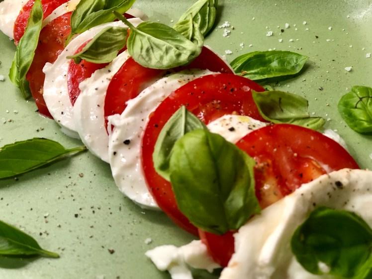 Caprese mozzarella tomat