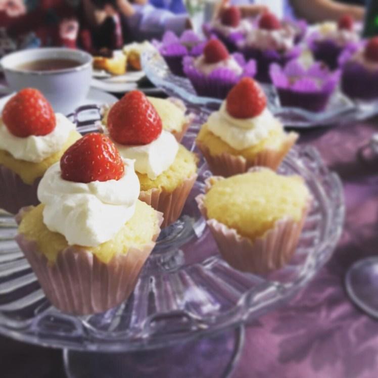 Afternoon Tea citronmuffins  jordgubbar