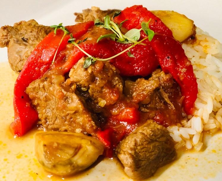 Höstig högrevsgryta med paprika, champinjoner och tomat