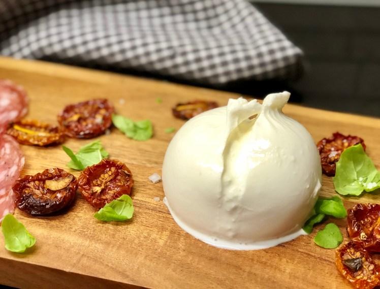 Burrata mozzarella recept servera tillbehör