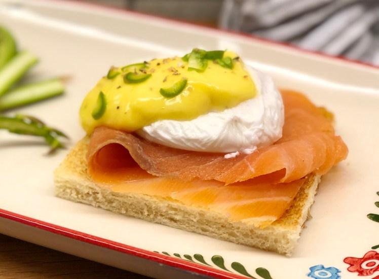 Ägg benedikt med lax ägg florentine med lax recept pocherat ägg hollandaise egg Royale