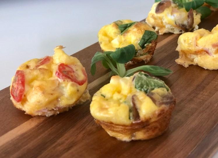 Miniomeletter recept ost skinka tomat spenat fetaost champinjon svamp