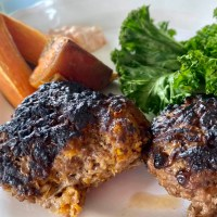 Köttfärsbiffar med morot och keso
