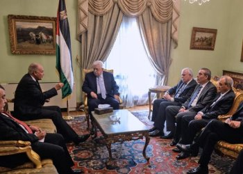 Arab League Secretary General Ahmed Aboul Gheit (2L) meets with Palestinian president Mahmud Abbas/AFP