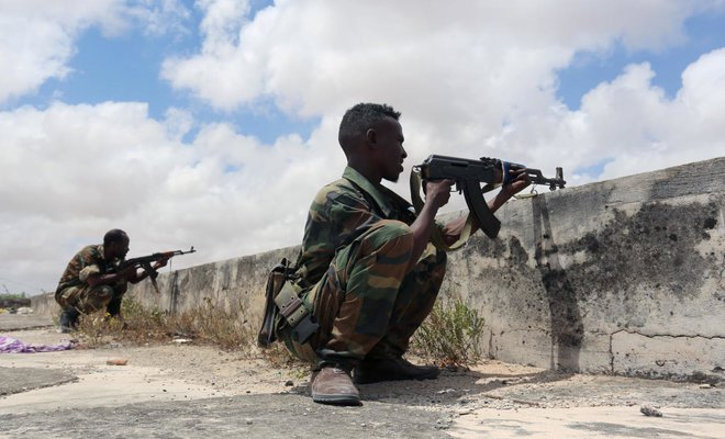 Members of Somali Armed Forces take up positions in the Dayniile district of Mogadishu Somalia /REUTERS