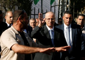 FILE PHOTO: Palestinian Prime Minister Rami Hamdallah waves as he arrives to hold a cabinet meeting in Gaza City October 3, 2017. REUTERS/Mohammed Salem/File Photo