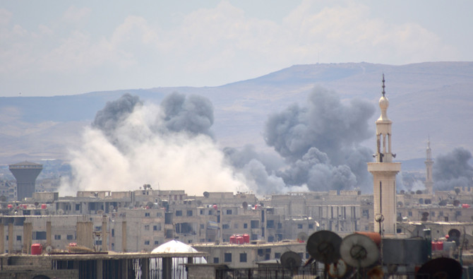 A picture taken on April 22, 2018, shows smoke billowing from the Palestinian camp of Yarmouk, south of the Syrian capital Damascus, during regime strikes targeting the Daesh group in the camp. (AFP / Rami al Sayed)