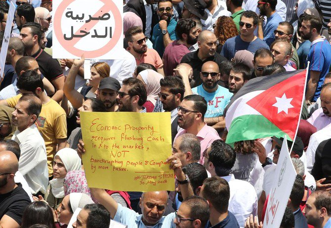 Thousands of Jordanians take to the streets of Amman on May 30, 2018 to protest against a new income tax draft law which was approved by the government recently and sent to parliament for endorsement. (AFP)